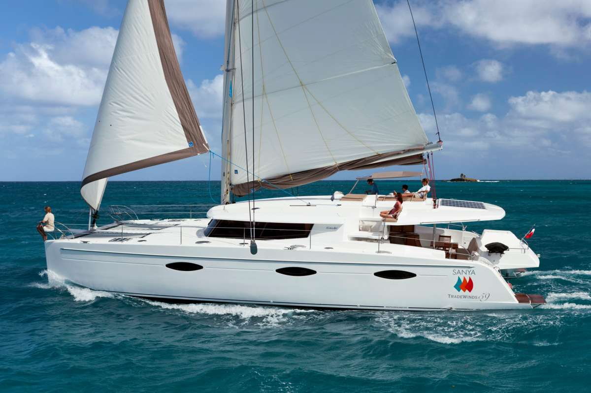 alive59 charter yacht