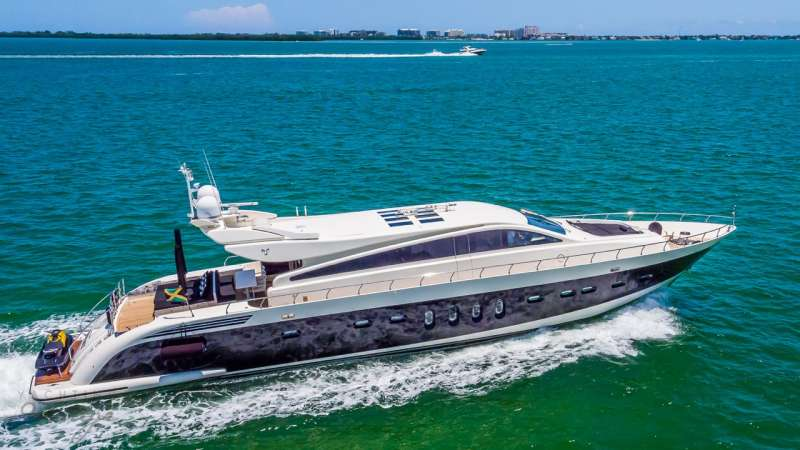 friday106 charter yacht