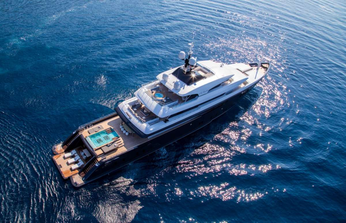icon221 charter yacht