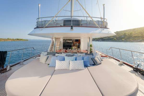 Lounge area - Aft Main Deck