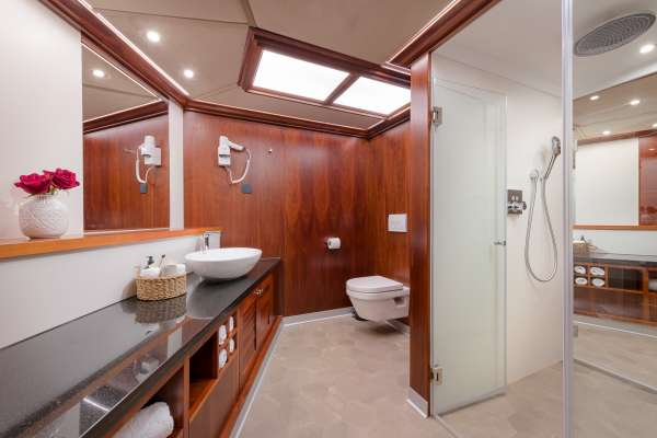 Bow Master Cabin -His and Hers Bathroom