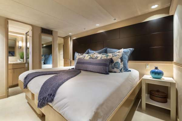Guest King Stateroom (converts to twin)