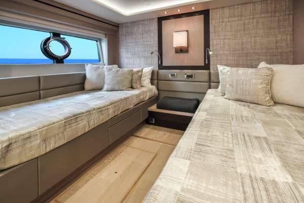 Twin Cabin - Beds Apart