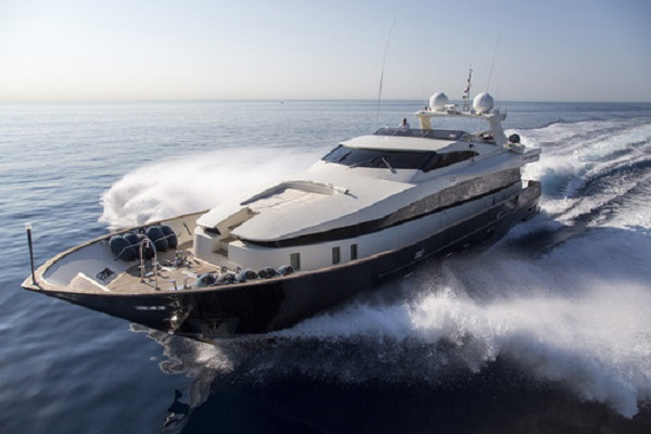 cappuccino105 charter yacht